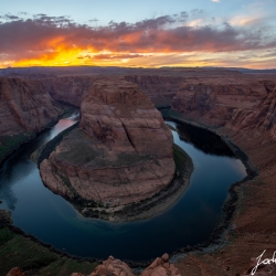 The Colorado River makes an impressive turn and cuts his way deep in the desert. The cliff right in front of my tripod falls like 300m vertical in the water.Lots of tourists waiting here for this amazing sunset everyday. Since there is no fence or similar and a lot of people running around, posing... right at the edge it's quite dangerous in my eyes.But trust me this place is unique!